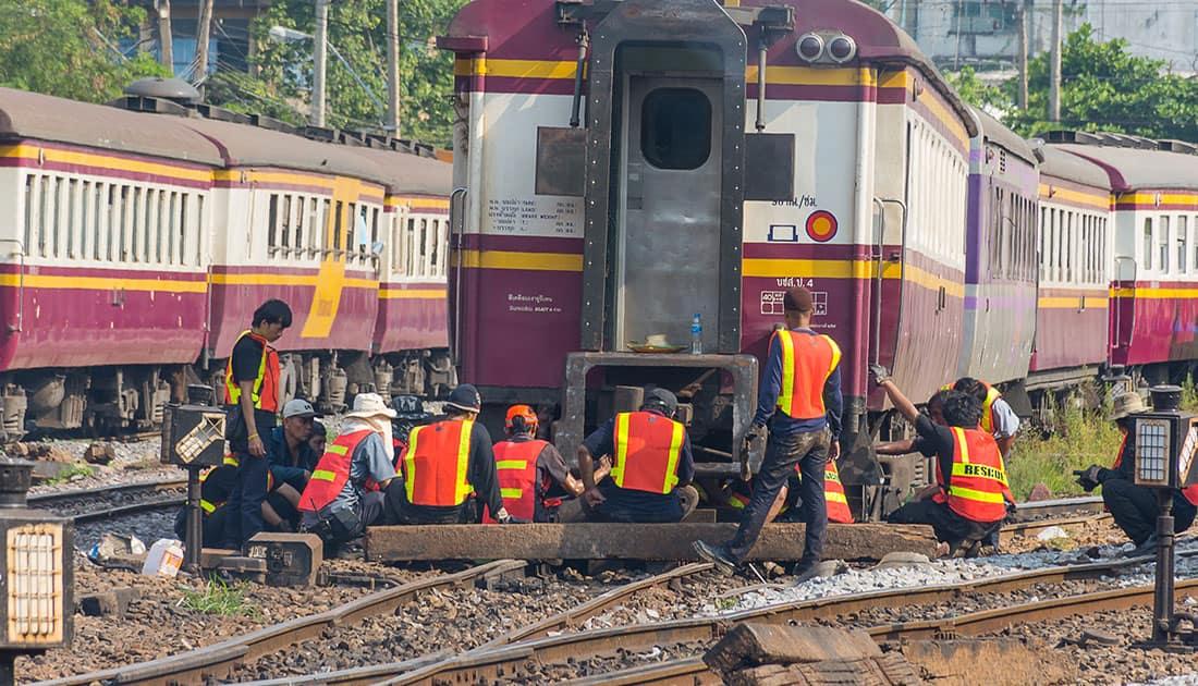 Equipo de trabajo en capacitación ferroviaria.